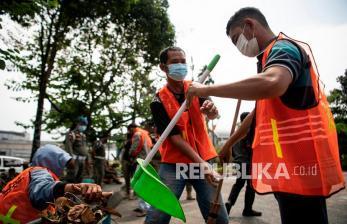 Pelanggar Protokol Kesehatan Disanksi Bersihkan Pasar