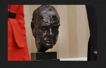 Buntut Pencopotan Winston Churcill oleh Biden