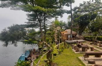 Rindangnya Wisata Samping Danau di Tengah Teriknya Pamulang