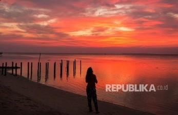 Pantai Blebak Jepara Ramai Dikunjungi Warga Nikmati <em>Sunset</em>