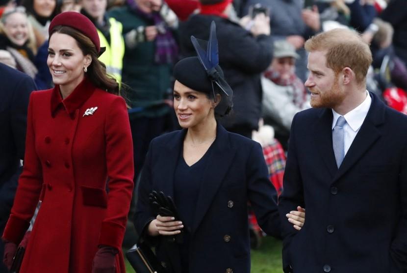 (Dari kiri ke kanan) Duchess of Cambridge Kate Middleton, Duchess of Sussex Meghan Markle dan Pangeran Harry.
