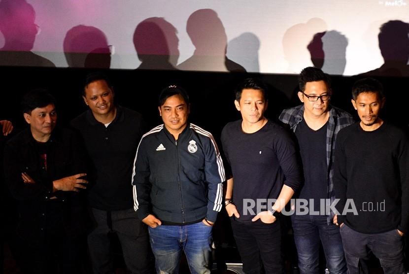 (dari kiri ke kanan) Musisi Yovie Widianto, Music Director Nikita Dompas, Project & Creative Director Berlian Entertainment Dino Hamid, para personil grup band Noah Ariel, David dan Lukman memberikan keterangan pers terkait konser Project X di Jakarta, Kamis (15/8/2019).