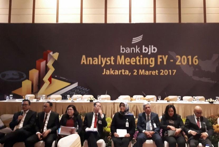 ???Direksi Bank BJB memaparkan kinerja sepanjang 2016, Kamis, (2/3).