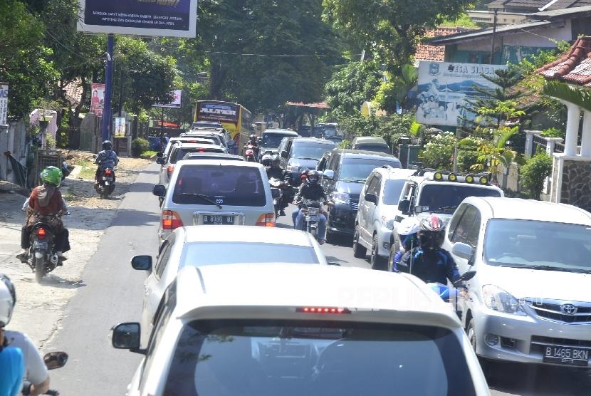 [ilustrasi] Kemacetan di Jalur Kuningan-Cirebon, Jawa Barat.