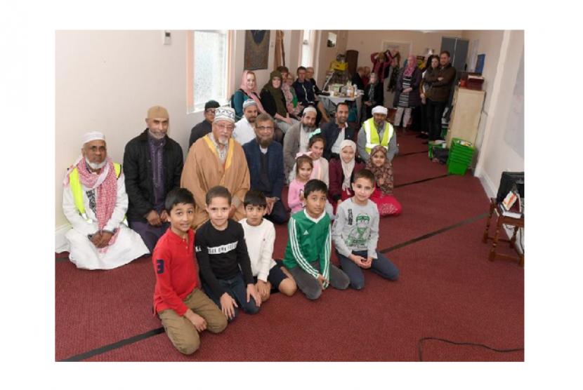 (ilustrasi) para hadirin acara 'Visit My Mosque' di Sleaford Islamic Centre