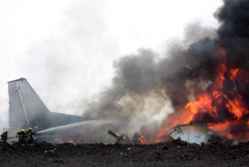 Pesawat jatuh (ilustrasi).