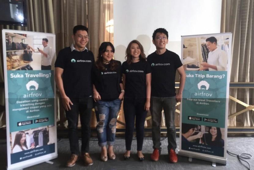 ((Kiri ke kanan) Ceo & Co-Founder Airfrov Cai Li, Marketing Manager Airfrov Indonesia Acesa Rebecca Anindita, Head of Operations Airfrov Angeline Chandraatmadja, dan CTO & Co-Founder Airfrov saat meluncurkan Airfrov Indonesia, di Jakarta, Selasa (6/12).