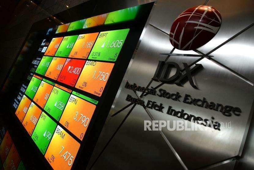 IHSG Menguat. Layar besar menunjukan pergerakan indeks saham di Bursa Efek Indonesia, Jakarta. ilustrasi.