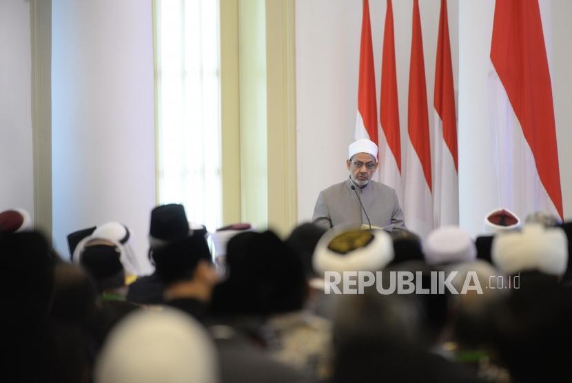 Pembukaan KTT Wasatiyah. Imam Besar Al Azhar Ahmad Muhammad Ath-Thayeb menyapaikan paparan pada pembukaan Konsultasi Tingkat Tinggi (KTT) tentang Wasathiyah Islam di Istana Bogor, Jawa Barat, Selasa (1/5).