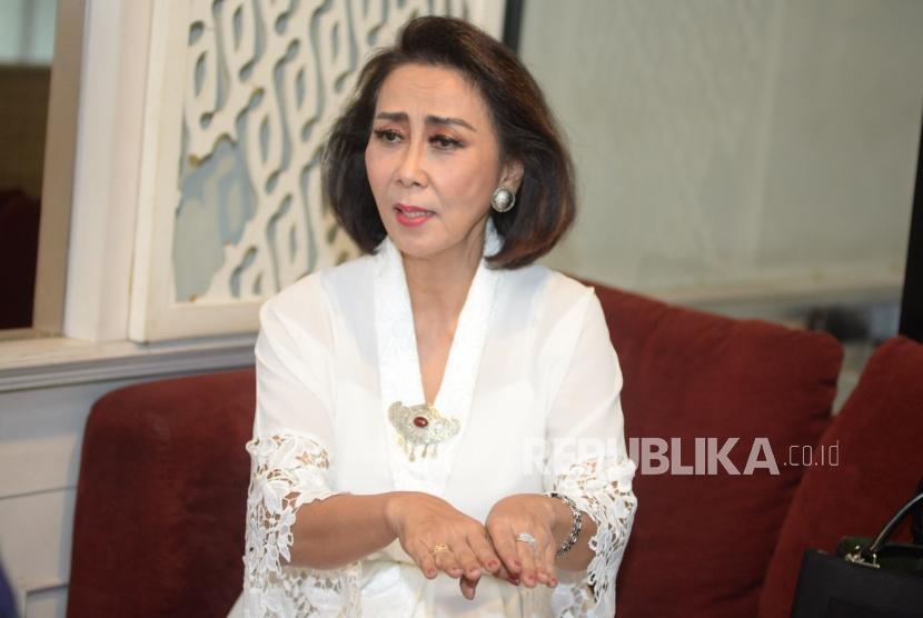 Ketua pansel calon pimpinan KPK Yenti Garnasih saat di Wawancarai Republika, Jakarta.