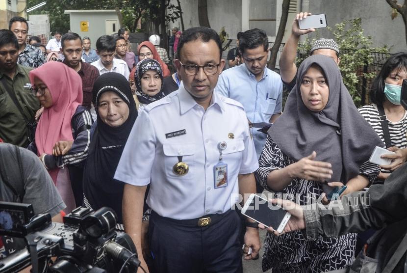 Anies Baswedan kunjungi Korban Bentrokan di RS Tarakan. Gubernur DKI Jakarta Anies Baswedan saat datangi keluarga korban meninggal di RS Tarakan, Jakarta Pusat, Rabu (22/5).