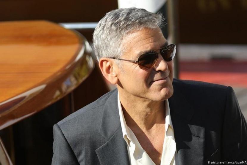 Polisi Thailand tangkap 'George Clooney' penjual pakaian dan jam tangan