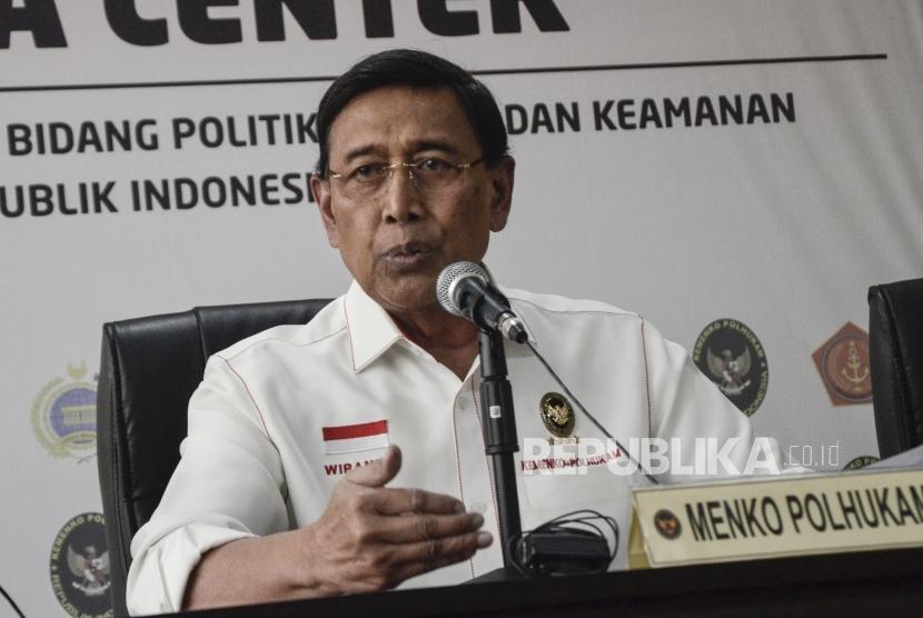 Keterangan Pers Menkopolhukam. Menkopulhukam Wiranto saat memberikan keterangan pers tentang situasi keamanan terkait penetapan hasil rekapitulasi Pemilu 2019, di Gedung Kemenko Polhukam, jakarta Pusat, Selasa (21/5).