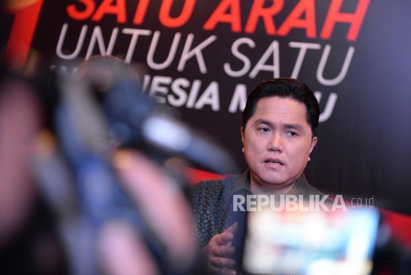 Dari Seniman Untuk 01. Ketua TKN Jokowi-Maruf Amin, Erick Thohir menjawab pertanyaan wartawan usai membuka Pameran Satu Arah untuk Satu Indonesia Maju di Jakarta, Ahad (10/2/2019).