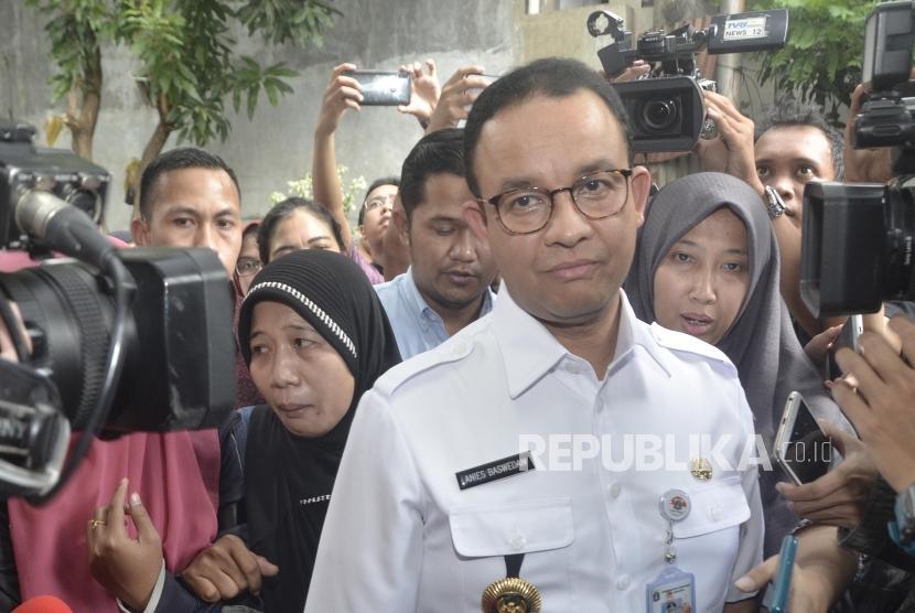 Anies Baswedan kunjungi Korban Bentrokan di RS Tarakan. Gubernur DKI Jakarta Anies Baswedan saat mendatangi kamar jenazah di RS Tarakan, Jakarta Pusat, Rabu (22/5).