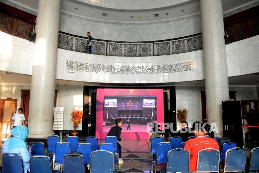 Suasana ruangan lobi Mahkamah Konstitusi jelang sidang perdana Perselisihan Hasil Pemilihan Umum (PHPU) Pemilihan Presiden (Pilpres) 2019 di Gedung Mahkamah Konstitusi, Jakarta, Jumat (14/6).
