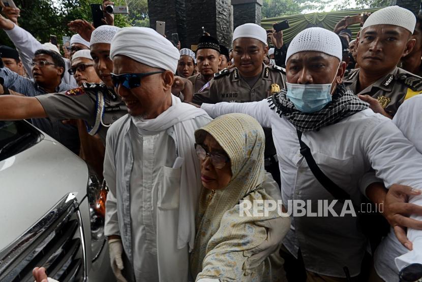 Ustaz Arifin Ilham arrives at Masjid az-Zikra, Sentul, Bogor, West Java, Thursday (Jan 31).
