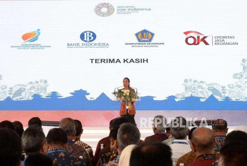 Kesepakatan Investasi Indonesia. Menteri BUMN Rini Soemarno memberikan sambutan sebelum penandatangan bersama perjanjian kontrak investasi BUMN di sela Pertemuan Tahunan IMF - Bank Dunia di Nusa Dua, Bali, Kamis (11/10).