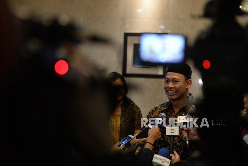 Gladi Kotor Debat Capres. Komisioner KPU Pramono Ubaid Tanthowi bersama jajaran panelis menggelar konpres usai rapat koordinasi persiapan debat pertama pilpres di Jakarta, Kamis (10/1/2019).