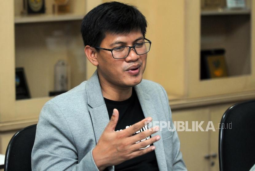 Chief Marketing Officer Rumah Zakat Irvan Nugraha memberikan paparan saat kunjungan di Kantor Republika, Jakarta, Kmais (7/6).