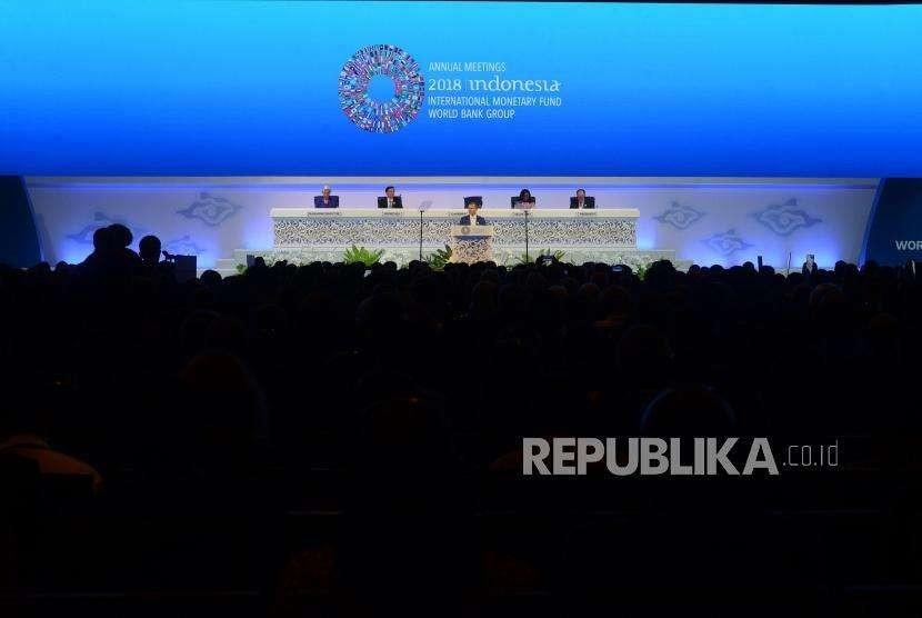 Pleno Pertemuan IMF. Ketua Pertemuan Tahunan IMF - Bank Dunia 2018  Petteri Orpo menyampaikan paparan pada pleno Pertemuan Tahunan IMF - Bank Dunia Grup 2018 di Nusa Dua, Bali, Jumat (12/10).