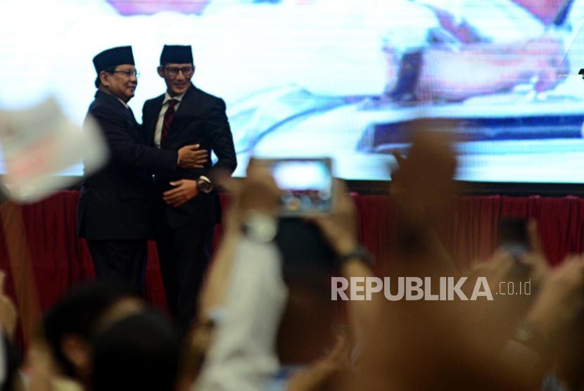 Calon Presiden dan Calon Wakil Presiden Nomor Urut 02 Prabowo Subianto dan Sandiaga Uno bersiap menyampaikan pidato kebangsaan di Jakarta Convention Center, Senin (14/1).
