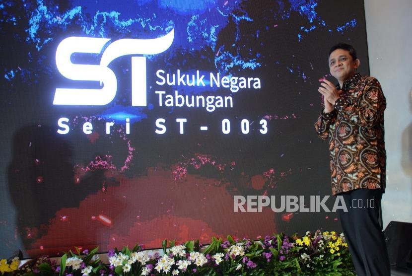 Peluncuran Sukuk ST-003. Direktur Jenderal Pengelolaan Pembiayaan dan Risiko Kementerian Keuangan Lucky Alfirman  meluncurkan Sukuk Tabungan ST-003 di Jakarta, Jumat (1/2/2019).