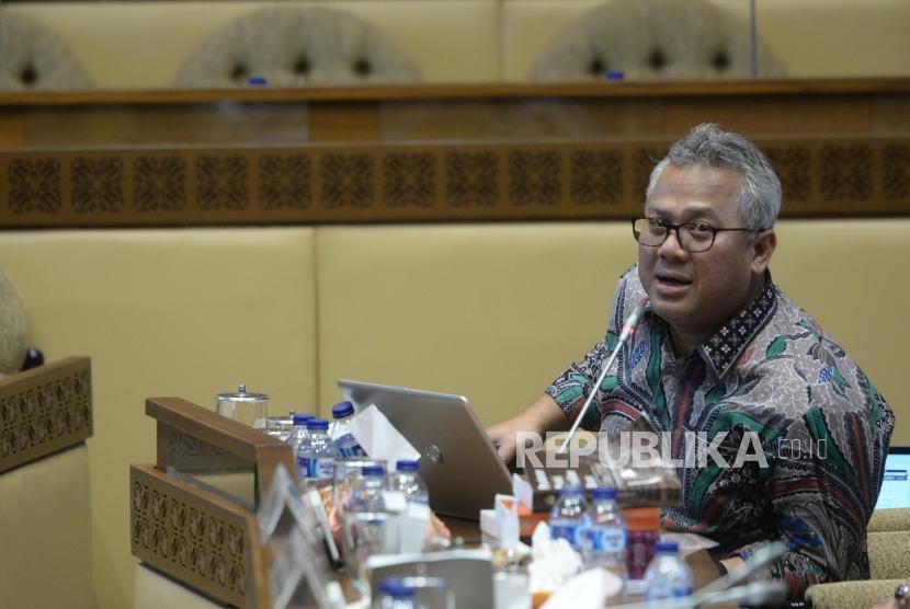Bahas Teknis Pemungutan Suara. Ketua KPU Arief Budiman mengikuti rapat dengar pendapat bersama Komisi II DPR RI di Komplek Parlemen Senayan, Jakarta, Selasa (19/3/2019).