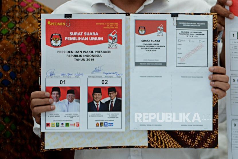 [ilustrasi] Surat suara pemilihan Presiden dan Wakil Presiden Pemilu 2019 diperlihatkan di Kantor KPU, Jakarta, Jumat (4/1).