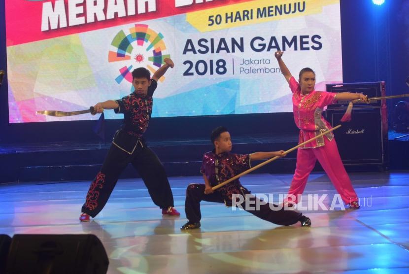 Penampilan Wushu  dalam konser 50 hari menuju Asian Games Indonesia- Palembang di Jakarta, Sabtu (30/6).