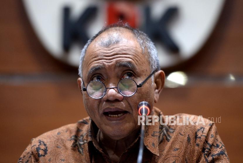 Korupsi Dana Infrastruktur. Ketua KPK Agus Rahardjo menyampaikan keterangan pers di KPK, Jakarta, Senin (17/12).