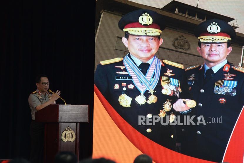 Kapolri Jendral Tito Karnavian memaparkan rilis akhir tahun Polri di Gedung Mabes Polri, Jakarta, Kamis (27/12).