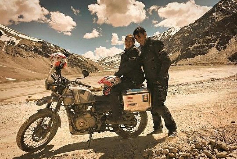 Darius dan Donna Sukses Jelajahi Himalaya dengan Sepeda Motor