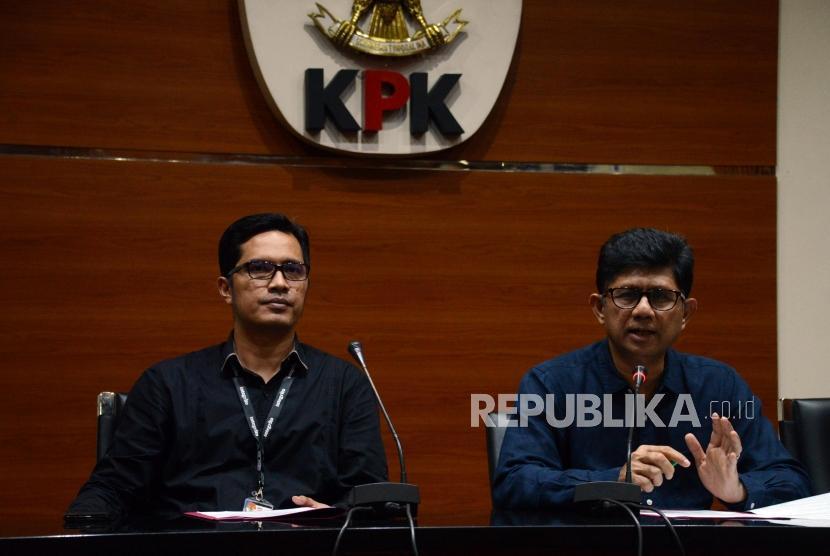 Wakil Ketua KPK Laode M. Syarif (kanan).