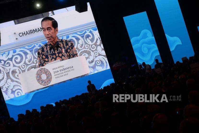 Pleno Pertemuan IMF. Presiden Joko Widodo berbicara dalam sesi pleno Pertemuan Tahunan IMF - Bank Dunia Grup 2018 di Nusa Dua, Bali, Jumat (12/10).