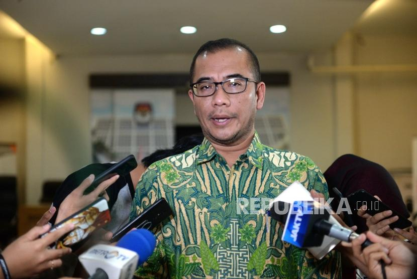 Polemik Sistem IT KPU. Komisioner Komisi Pemilihan Umum (KPU) RI, Hasyim Asy'ari menjawab pertanyaan wartawan di KPU, Jakarta, Kamis (4/4/2019).