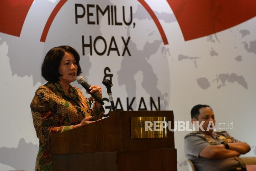 Dirjen Informasi dan Komunikasi Publik Kemenkominfo Rosarita Niken Widiastuti memberikan penjelasan dalam diskusi publik di Jakarta, Selasa (15/1).