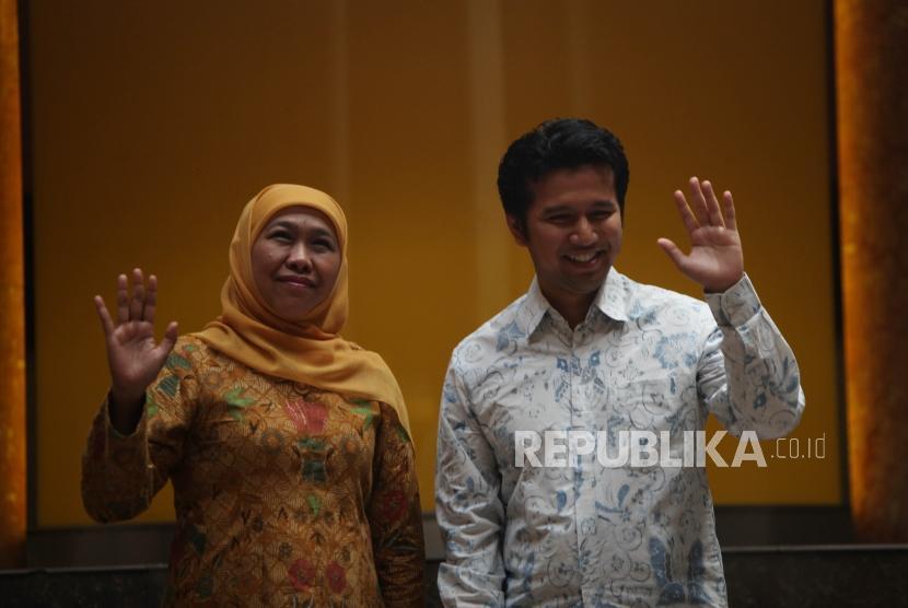 Calon Gubernur Jawa Timur Khofifah Indar Parawansa bersama Calon Wakil Gubernur Jawa Timur Emil Elestianto Dardak resmi didukung oleh DPP Golkar di Kantor DPP Golkar, Jakarta, Rabu (22/11).