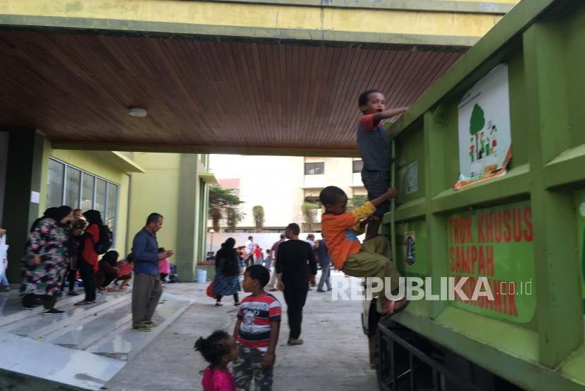Suasana pengungsi para pencari suaka di gedung eks kodim, Jakarta Barat, Jumat (12/7).