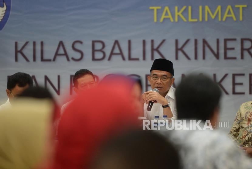 Mendikbud Muhadjir Effendy menyampaikan paparan kinerja kementerian pendidikan dan kebudayaan 2018 di Jakarta, Kamis (27/12).