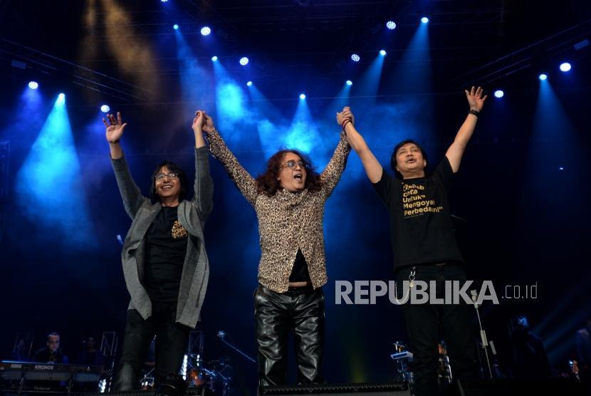 Penampilan Kla Project  dalam konser tunggal yang bertajuk Karunia Semesta di Jakarta, Convention Center, Jakarta, Kamis (6/12).