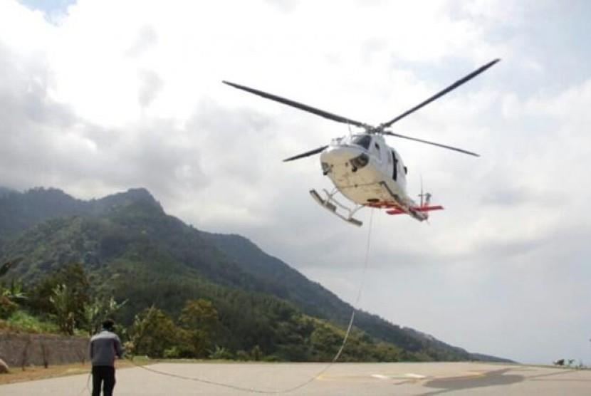 Helikopter Alami Kerusakan, Tim Gabungan Padamkan Api Manual