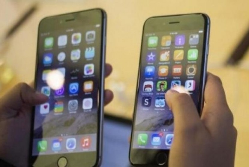 Apple Diprediksi Luncurkan 3 Perangkat 5G Tahun Depan. (FOTO: Reuters)