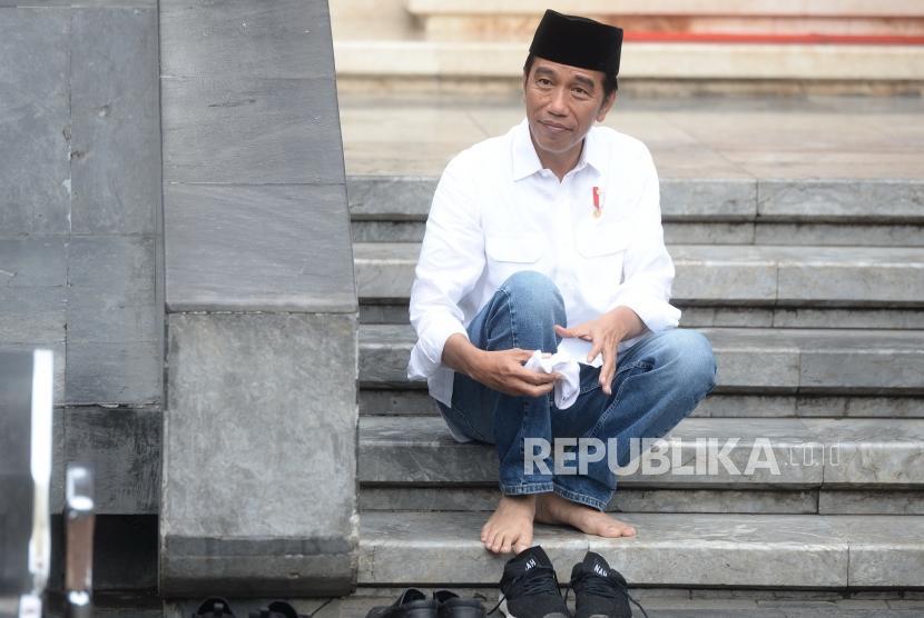 Ziarah Makam Bung Karno. Presiden Joko Widodo usai berziarah ke makam Bung Karno di sela kunjungan kerja di Blitar, Jawa Timur, Kamis (3/1/2019).