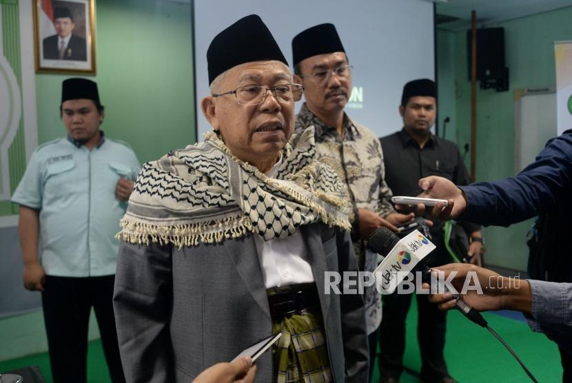 Ketua Umum MUI KH Ma'ruf Amin memberikan keterangan kepada wartawan terkait aksi untuk Palestina di Kantor MUI, Jakarta, Senin (12/12).