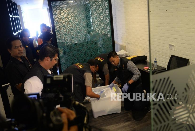 [ilustrasi] Penggeledahan Kantor PSSI. Petugas dari Satgas Anti Mafia Bola menggeledah Kantor PSSI di Jakarta, Rabu (30/1/2019).