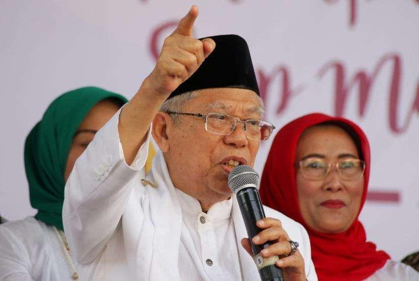 Calon Wakil Presiden nomor 01 Maruf Amin memberikan pidato politik dalam acara Deklarasi Perempuan Indonesia untuk Joko Widodo-Maruf Amin (P-IJMA) di Rumah Aspirasi, Jakarta, Sabtu (22/9).