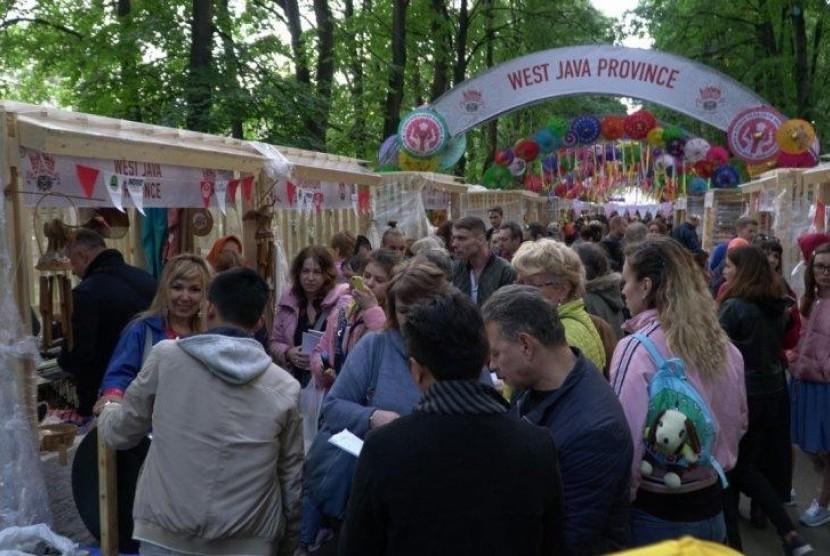 Payung Geulis Tasikmalaya Jadi Primadona di Moskow