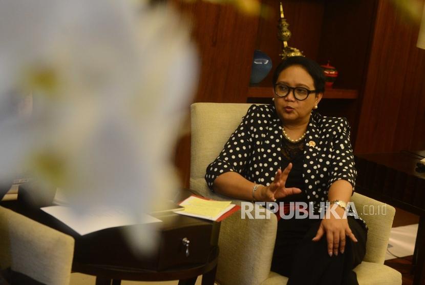 Menteri Luar Negeri Republika Indonesia, Retno Marsudi saat sesi wawancara bersama Republika di kantor kemenlu , Jakarta, Jumat (29/6).