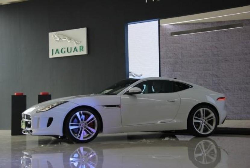 F Type Coupe >> Jaguar F Type Coupe Akhirnya Hadir Di Indonesia Republika
